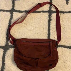 Lululemon festival purse